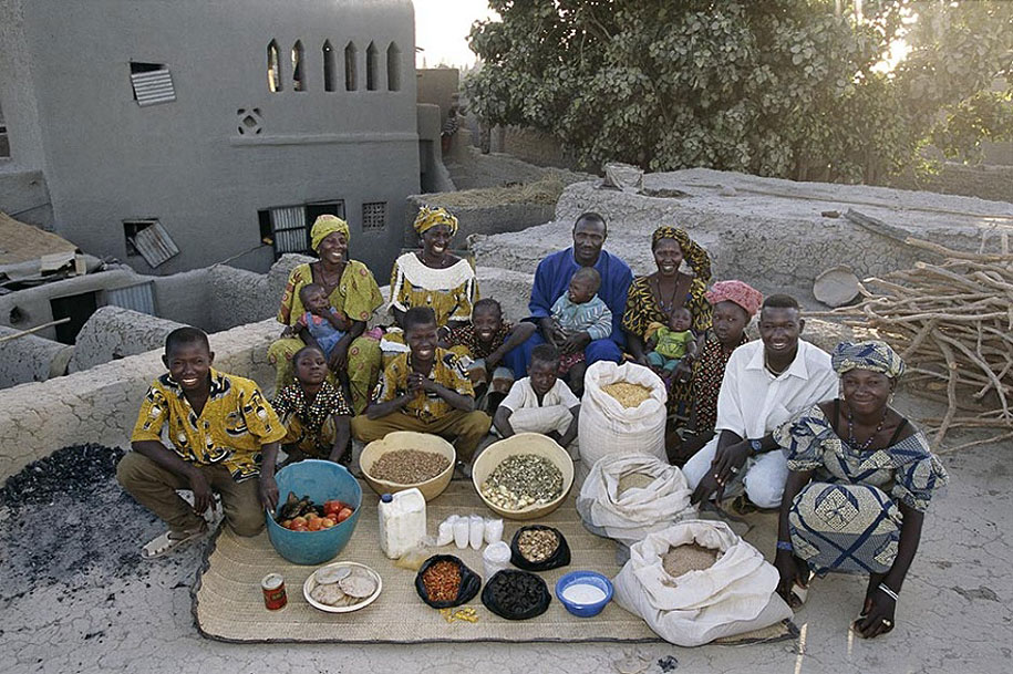 Mali, Kouakourou: The Natomo family spends around $30 per week.